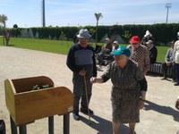 Juegos tradicionales en el parque de los Olmos para los residentes de la Residencia de Personas Mayores de Binéfar y Tamarite